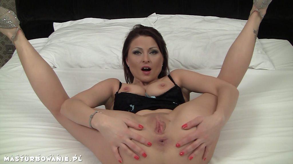 Bella donna primera escena porno